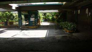 Local Comercial En Venta En Caracas - Los Dos Caminos Código FLEX: 19-4790 No.1