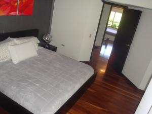 Apartamento En Venta En Caracas - Colinas de Valle Arriba Código FLEX: 19-5834 No.9