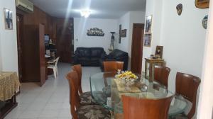 Apartamento En Venta En Caracas - Los Palos Grandes Código FLEX: 19-6039 No.3