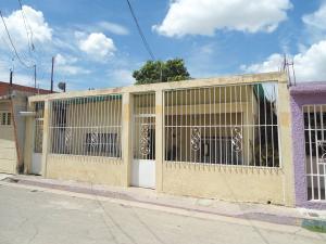 Casa En Venta En Maracay - La Morita Código FLEX: 19-6074 No.0