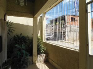 Casa En Venta En Maracay - La Morita Código FLEX: 19-6074 No.2