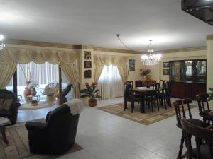 Apartamento En Venta En Maracay - Las Delicias Código FLEX: 19-6213 No.2