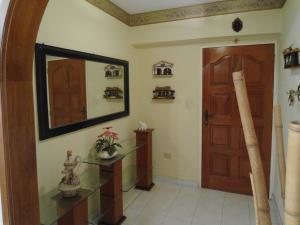 Apartamento En Venta En Maracay - Las Delicias Código FLEX: 19-6213 No.12