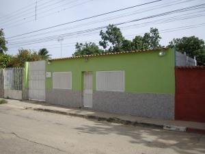 Casa En Venta En Maracay - Santa Rita Código FLEX: 19-6287 No.0
