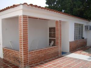 Casa En Venta En Maracay - Santa Rita Código FLEX: 19-6287 No.1