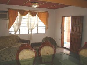Casa En Venta En Maracay - Santa Rita Código FLEX: 19-6287 No.3