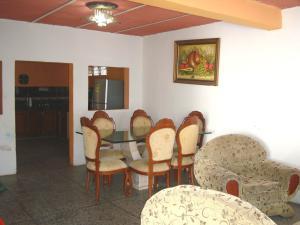 Casa En Venta En Maracay - Santa Rita Código FLEX: 19-6287 No.4