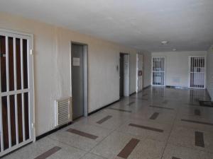 Apartamento En Venta En Maracay - Urbanizacion El Centro Código FLEX: 19-6295 No.3