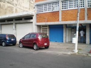 Local Comercial En Alquiler En Maracay - Avenida Miranda Código FLEX: 19-6365 No.2