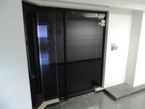 Oficina En Venta En Caracas - Los Palos Grandes Código FLEX: 19-6399 No.1