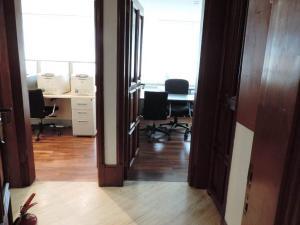 Oficina En Venta En Caracas - Los Palos Grandes Código FLEX: 19-6399 No.3