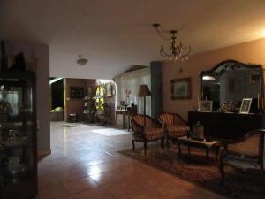 Casa En Venta En Maracay - La Soledad Código FLEX: 19-6443 No.1
