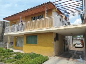Casa En Venta En Maracay - Residencias Coromoto Código FLEX: 19-6462 No.0