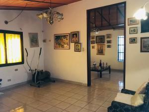 Casa En Venta En Maracay - Los Samanes Código FLEX: 19-6799 No.2