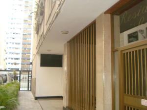 Apartamento En Venta En Caracas - Los Palos Grandes Código FLEX: 19-7564 No.2