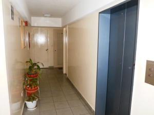 Apartamento En Venta En Caracas - Parroquia San Juan Código FLEX: 19-7705 No.3