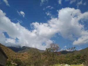Casa En Venta En Maracay - Lomas de Palmarito Código FLEX: 19-3484 No.8
