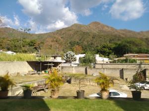 Casa En Venta En Maracay - Lomas de Palmarito Código FLEX: 19-3484 No.13
