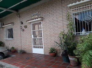 Casa En Venta En Maracay - La Candelaria Código FLEX: 19-7709 No.0