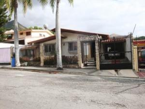 Casa En Venta En Maracay - El Castano (Zona Privada) Código FLEX: 19-7838 No.0