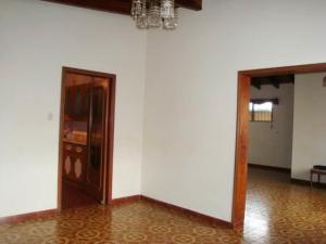 Casa En Venta En Maracay - El Castano (Zona Privada) Código FLEX: 19-7838 No.14