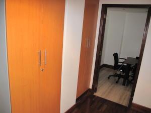 Oficina En Venta En Caracas - Los Palos Grandes Código FLEX: 19-6399 No.13
