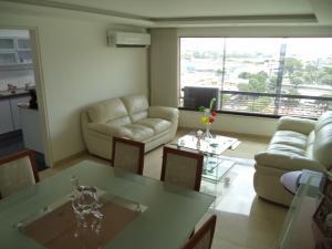 Apartamento En Venta En Caracas - El Rosal Código FLEX: 19-7988 No.3