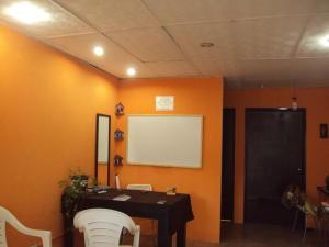 Local Comercial En Alquiler En Maracay - Parque Aragua Código FLEX: 19-8012 No.2