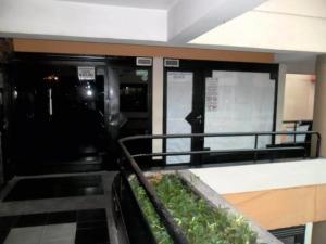 En Alquiler En Maracay - Zona Centro Código FLEX: 19-8051 No.1