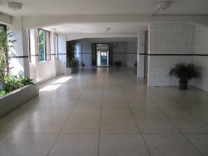 Apartamento En Venta En Maracay - Avenida Bolivar Código FLEX: 19-8330 No.2