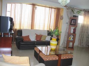 Apartamento En Venta En Maracay - Avenida Bolivar Código FLEX: 19-8330 No.3