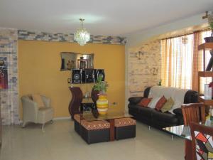 Apartamento En Venta En Maracay - Avenida Bolivar Código FLEX: 19-8330 No.4