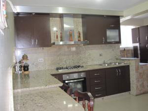 Apartamento En Venta En Maracay - Avenida Bolivar Código FLEX: 19-8330 No.10