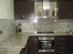 Apartamento En Venta En Maracay - Avenida Bolivar Código FLEX: 19-8330 No.13
