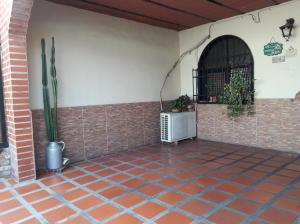 En Venta En Maracay - Barrio Bolivar Código FLEX: 19-8411 No.1
