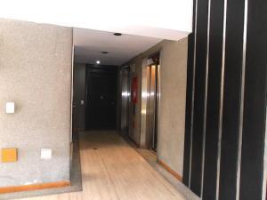 Apartamento En Venta En Caracas - El Rosal Código FLEX: 19-8887 No.3