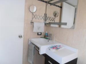 Apartamento En Venta En Caracas - El Rosal Código FLEX: 19-8887 No.14