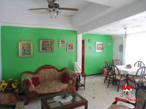 Casa En Venta En Maracay - Las Acacias Código FLEX: 19-9235 No.1