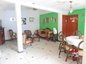 Casa En Venta En Maracay - Las Acacias Código FLEX: 19-9235 No.2