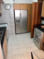 Apartamento En Alquiler En Caracas - Colinas de Bello Monte Código FLEX: 19-9544 No.4
