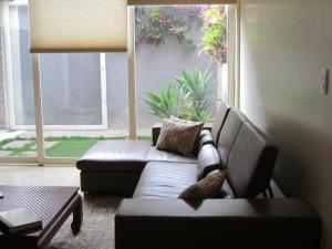 Casa En Venta En Caracas - La Castellana Código FLEX: 19-9799 No.2