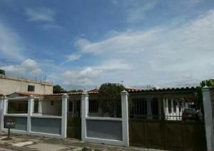 Casa En Venta En Valencia - Parque Valencia Código FLEX: 19-10368 No.1