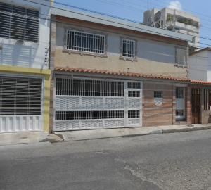 Casa En Venta En Maracay - Los Olivos Nuevos Código FLEX: 19-10452 No.0