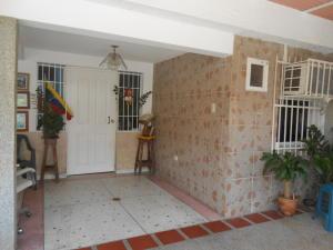 Casa En Venta En Maracay - Los Olivos Nuevos Código FLEX: 19-10452 No.1