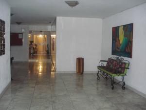 Apartamento En Venta En Maracay - El Bosque Código FLEX: 19-10684 No.2
