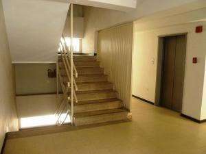 Apartamento En Venta En Caracas - La Urbina Código FLEX: 19-11095 No.2