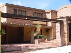 Casa En Venta En Caracas - Alto Hatillo Código FLEX: 19-11763 No.0