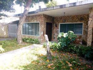 Casa En Venta En Maracay - La Cooperativa Código FLEX: 19-12260 No.1