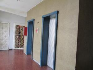 Apartamento En Venta En Caracas - Guaicaipuro Código FLEX: 19-12293 No.3
