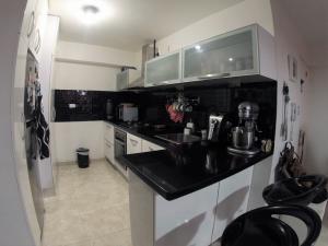 Apartamento En Venta En Caracas - Lomas del Avila Código FLEX: 19-12390 No.4